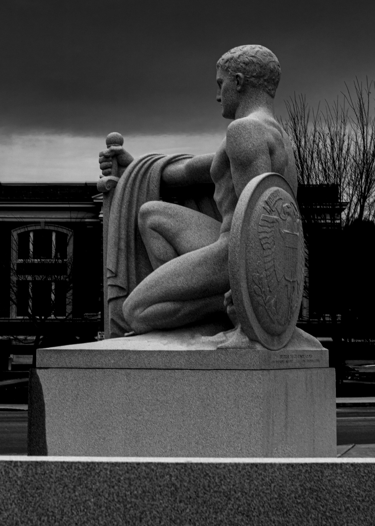 barre soldier statue_