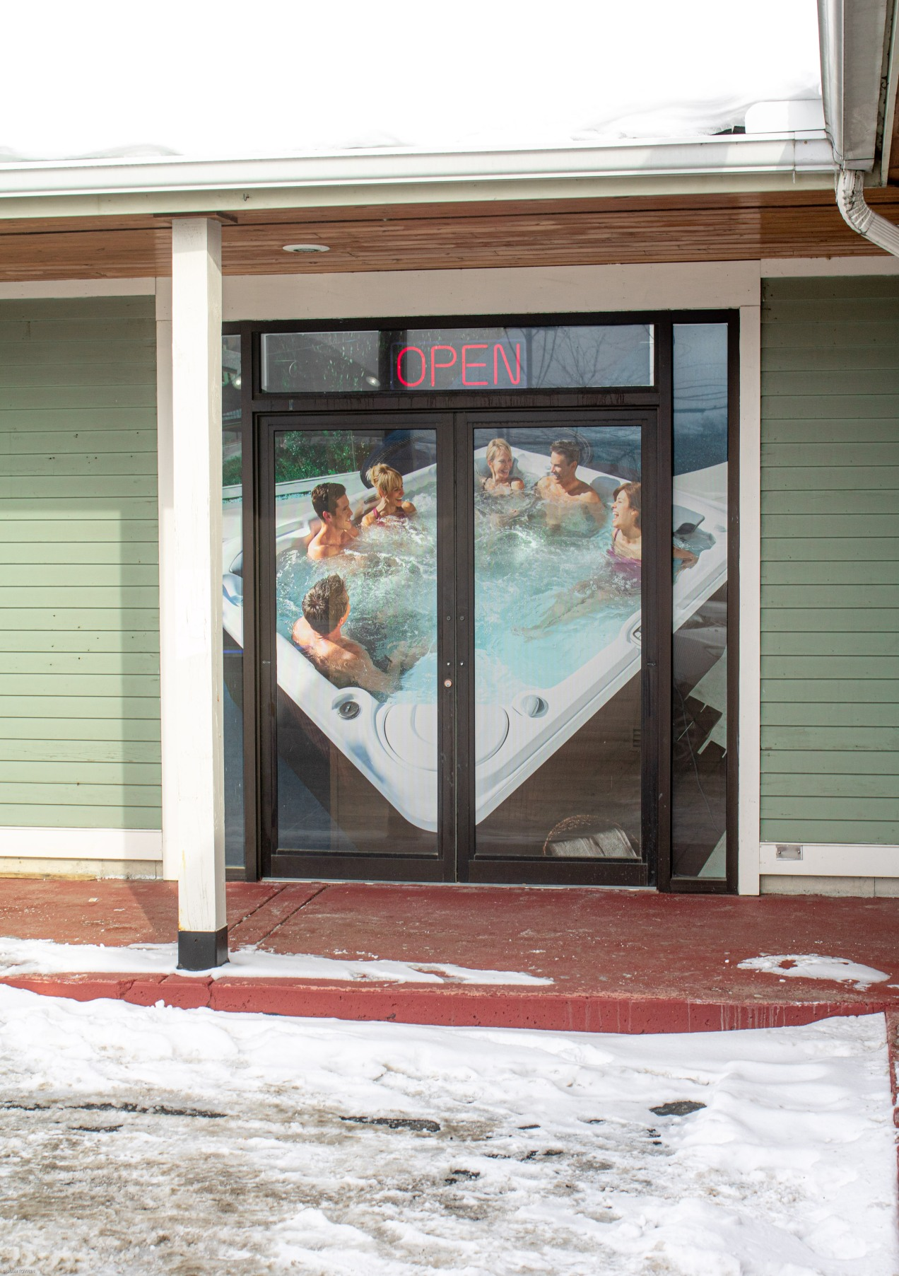 pool in winter pic spa